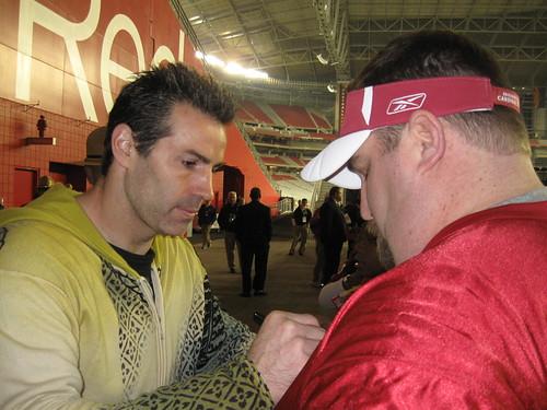 Kurt Warner Signing my Jersey
