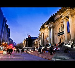 Metropolitan Museum of Art, NYC (Violet Kashi) Tags: street newyorkcity building art museum architecture facade lights evening manhattan upper handheld bluehour fifthavenue themet metropolitanmuseumofart museummile