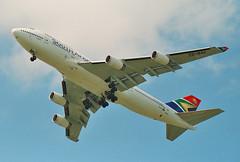South African Airways - ZS-SAK (Andrew_Simpson) Tags: fab southafrica display boeing fia farnborough 747 jumbojet saa jumbo 747400 southafrican airdisplay southafricanairways farnboroughairshow eglf zssak farnboroughinternational farnboroughinternationalairshow farnboroughairport vpbkl fia2004