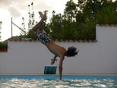 tuffi...o salti nel vuoto (mctatumuganda) Tags: divertente acrobatic demenziale ridere buffo voli umorismo tuffi demente surreale comico ironico scherzoso acrobaticstyle