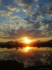 Um dia desses... (Giba Härbe) Tags: sunset pordosol sky sol nature rio azul clouds river sonnenuntergang natureza hill céu nuvens morro montanhas harbe skycloudssun mothernaturesbest worldclassnaturephotos flickrenvythebesttm bestofmothernature