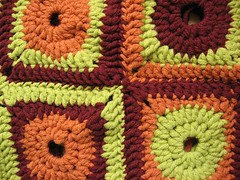 crochet grannie square, crocheted bag, crocheted purse, first time crocheting, learn how to crochet, bulky yarn
