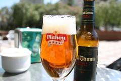 voll damm (decks_and_drums_and_rock_and_roll (in Innsbruck)) Tags: barcelona beer glass bar table outdoors bottle spain cerveza sugar bier catalunya tisch birra mahou copa flasche spanien piwo l olut hiszpania fivestars volldamm askkopp fnfsterne