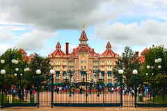 Disneyland Park, Paris - France (Humayunn N A Peerzaada) Tags: india paris france kids studio fun mouse model europe colours photographer disneyland indian cartoon mini disney mickey mickeymouse actor maharashtra rides minnie studios mumbai walt baloons cartooncharacter waltdisney kutch humayun disneylandpark madai waltdisneystudio peerzada imagesoftheworld studioset deolali humayunn peerzaada kudachi kudchi humayoon studiosets humayunnnapeerzaada wwwhumayooncom humayunnapeerzaada grandeuropediscovery sirwaltdisneywaltdisney