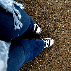Face (Ellegant Photography) Tags: portrait feet scarf self photography shoes pebbles converse chucks ellegant