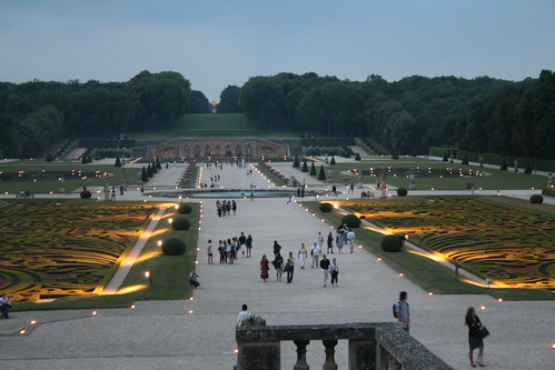Vaux-le-Vicomte at night