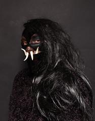 Cocoa #5 (TeatroNegro) Tags: home studio flash negro makeup fran nophotoshop cocoa vinilo cabello marrn colmillo teatronegro postizo