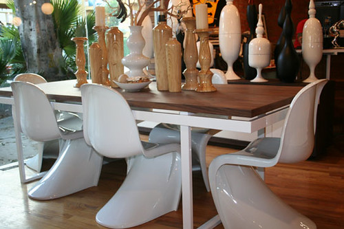 neutra_dining_table_walnut_top_white2_543