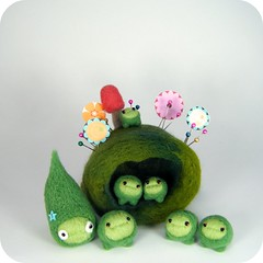 Podlettes (Kit Lane) Tags: plant green wool pod felting felt peas needlefelted plantoid kitlane