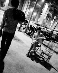 * (YENTHEN) Tags: china street bw shanghai streetphotography keith ricoh 背影 grd ricohgrd 劉若英 backsight yenthen 說你永遠都不離開我