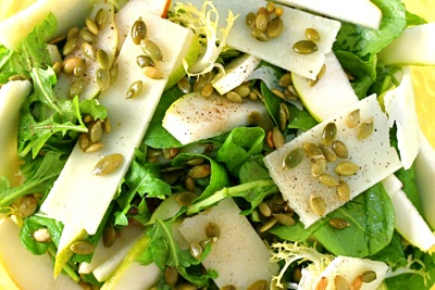 spicy green salad with manchego and pears
