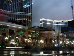 strippin' (daisy_princess) Tags: street trees snow wet rain clouds palms lights lasvegas crane venetian thestrip hotels palazzo casinos