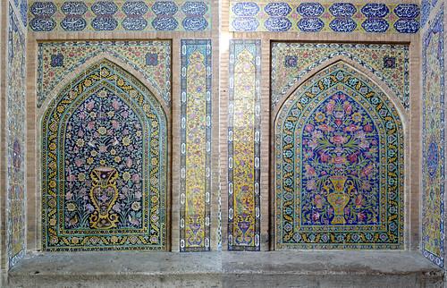 azulejos de la madrasa agha bozorgh de kashan
