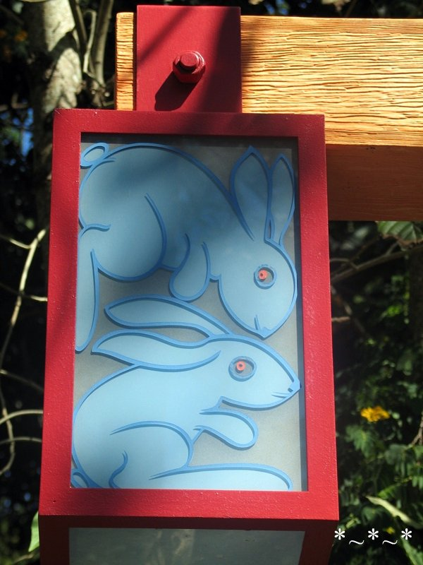 IMG_6938-DAK-lamp-post-bunnies