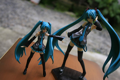 Figma Miku joins the fray. This shot be a liiiiiiiiiittle bit darker than the rest. Flash must still be recovering this time. _