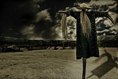 Otra vez yo!!! (SandraGonzlez) Tags: clouds photography scarecrow nubes casablanca darkphotography espantapajaros sandragonzalez antinatural hourofthesoul antinaturalphotography miidentidad
