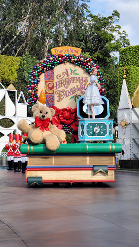 Disney music boxes   Disneyland Christmas Fantasy Parade