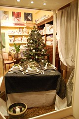 Christmas table 08 (maria grazia preda) Tags: christmas italy window table europa italia candle colore maria decoration lifestyle bologna shopwindow tisch natale rosso tovaglia sedia interiordesign candela nero tablesetting plat tavola tessuti bicchieri piatti christmastable grazia decoracin vetrine stoffe preda visualmerchandising italianstyle tablescapes  receber tischdeko tischdekoration apparecchiare apparecchiatura busatti ricevere decorazionetavola tabledecorating mariagraziapreda decorerlatable