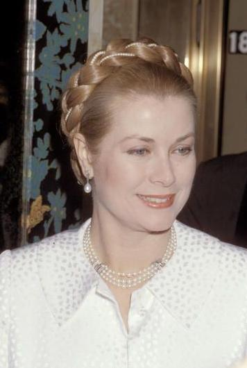 Grace Kelly Hairstyles. PRINCESS GRACE WEARING A