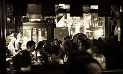 The Foggy Dew (-pauline-) Tags: ireland bw dublin bar night pub counter noiretblanc crowd saturday drinks templebar foggydew barman