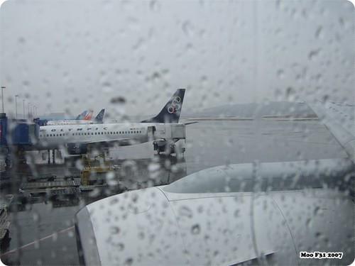 下雨的機場