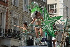 DSC_2382 Notting Hill Caribbean Carnival Costume Lady Performer 29 Aug 2005 Sexy Brazilian Dancers (photographer695) Tags: 2005 carnival girls brazil lady costume hill caribbean 29 aug performer nottinghill notting