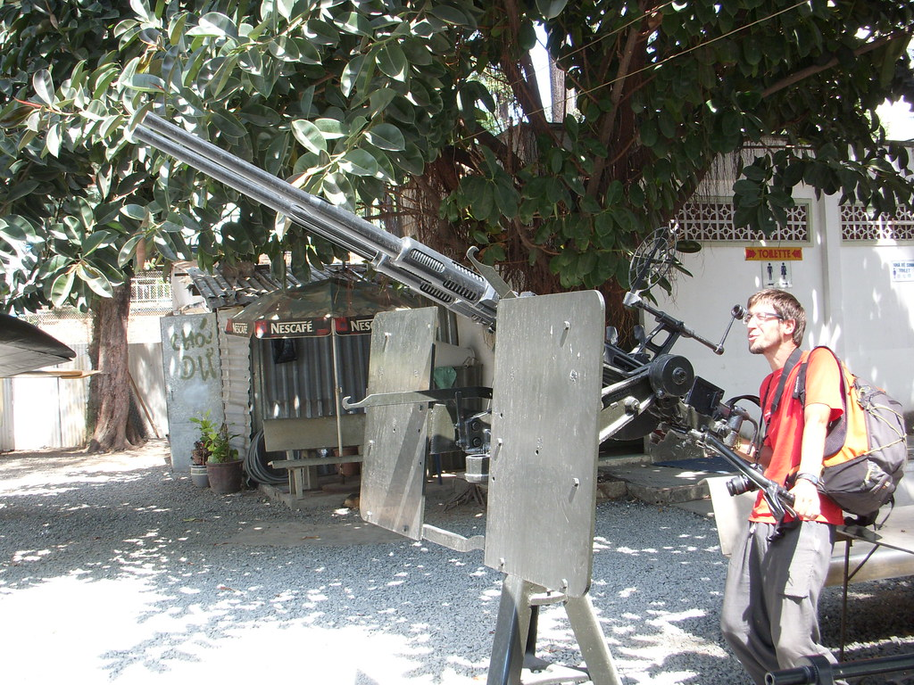 disparando artilleria