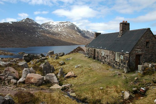 Poca Buidhe Bothy and Baosbheinn