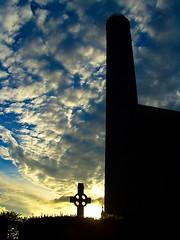 Cielo d'Irlanda (Topyti) Tags: ireland sunset sky cemetery clouds geotagged tramonto nuvole explore cielo celticcross irlanda croce cimitero croceceltica geo:lat=52656524 geo:lon=7256974