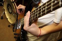 Jeu de barré (ramusket) Tags: camera paris france club digital 1785mm instruments musique basse musicien digitalcameraclub canoneos40d