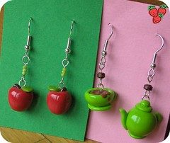 Swap for Laura (fraeulein 2eck) * Fimo apples and Tea Time earrings * polymer clay (*Merylu*  PetiteFraise) Tags: red green apple nature handicraft time tea handmade craft jewelry bijoux jewellery business polymerclay fimo card clay swap earrings teabags polymer