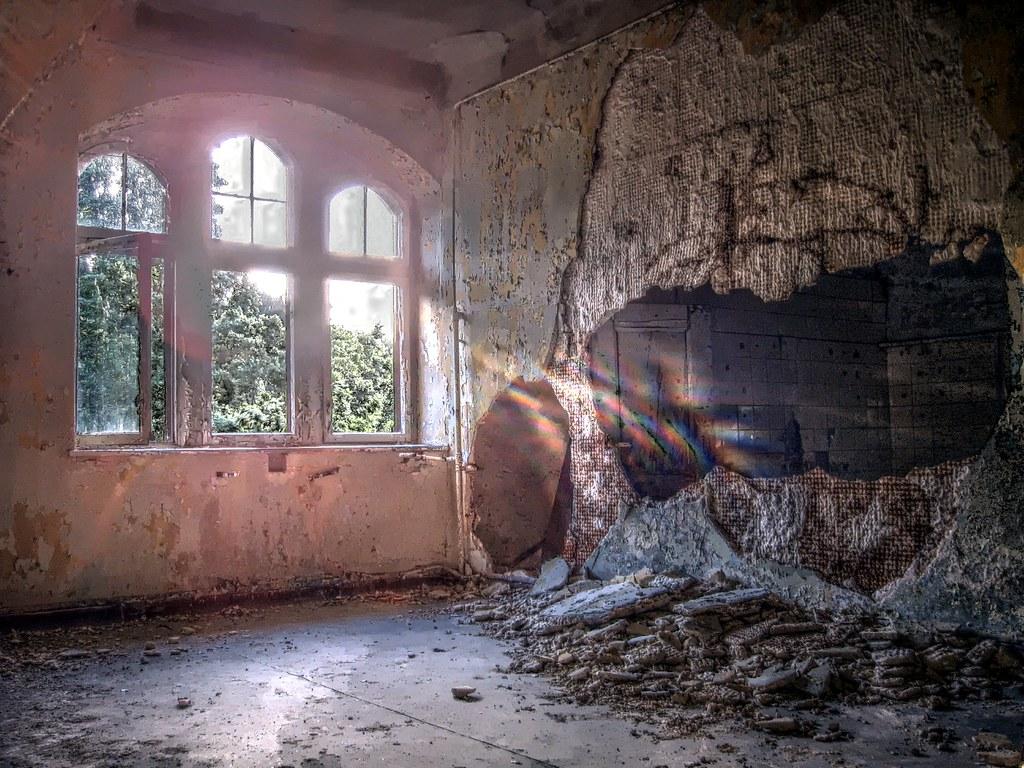 Großartig Durchbruch Wand Beste Wahl And Sunlight Broke Through The Wall (snapsi
