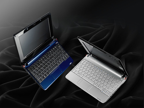 Acer Aspire one (blue + white) culv open, curv half open mood 20