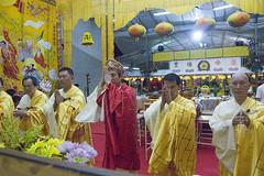 MohHongVesak08_DSC4560.jpg (Moh Hong Buddhist Shrine) Tags: singapore buddha religion buddhism religiouscelebration vesak bishan wesak religiousceremony mhbs mohhongbuddhistshrine