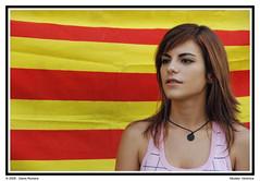 Verónica II (genisrp) Tags: mujer nikon chica gente retrato veronica bandera catalunya cataluña diada senyera genis femenina d80 nikond80 genisr genisrp