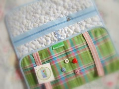 Xadrez (Carina Esteves) Tags: quilt handmade carina feitomo craft sew fabric boto button tecido costura makeupcase esteves vis portatudo portabijoux carinaesteves