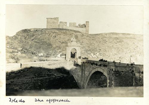 Puente de Alcántara y Castillo de San Servando hacia 1890. Casa de los Tiros, Granada.