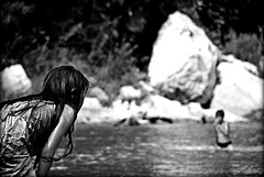 (Monia Sbreni) Tags: people bw river asia noiretblanc zwartwit fiume bn laos schwarzweiss pretoebranco biancoenero svartvitt sfidephotoamatori moniasbreni reportase