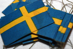 Svenska flaggor p trd (skotte28) Tags: sweden swedish flags sverige jul duk grannen flaggor