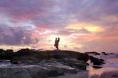 the color of love (Maaar) Tags: sunset sky bali baby color love beach silhouette clouds mom landscape affection tanahlot marimar cemagi canoneos40d marimaaar marimaar mengeningbeach