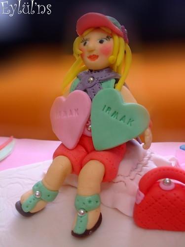 Süslü Kızın Pastası....