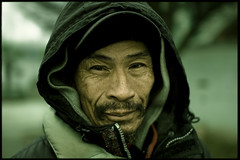 Phillip Chuck (Chairman Ting) Tags: warmth englishbay homelessman sigma30mmf14 friendlyface nikond40 fascinatingman carsonting homelessmaninenglishbay portraitofhomelessmaninenglishbay portraitofhomelessman phillipchuck