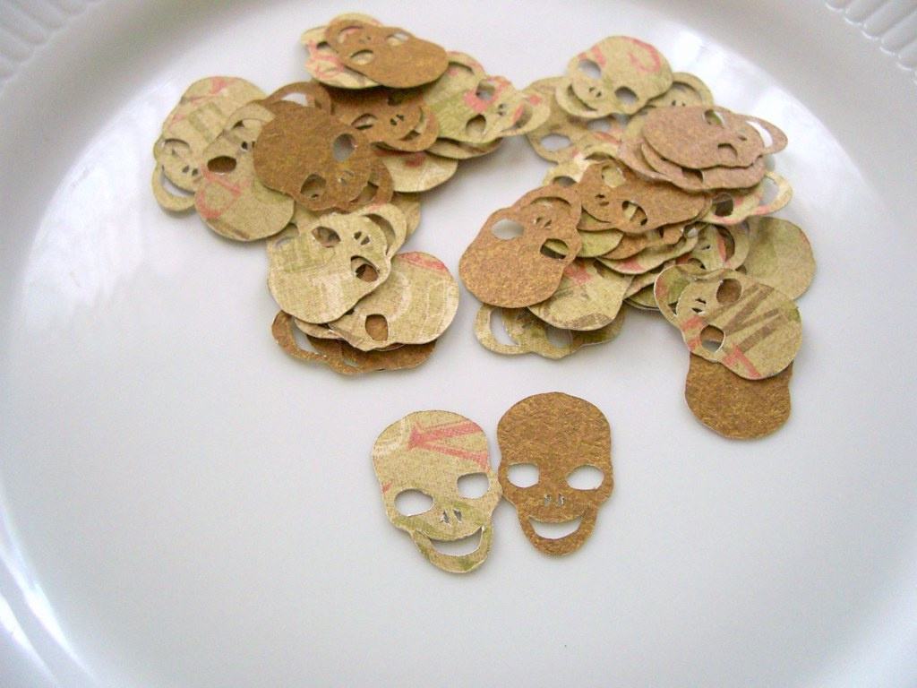 FUNNY SKULLS SET OF 45 DIE CUT
