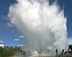 Giant Geyser (p.folrev) Tags: 2004 landscape yellowstone geyser noff