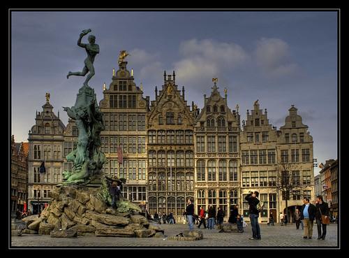 The Brabo Fountain, Antwerp. por fatboyke.