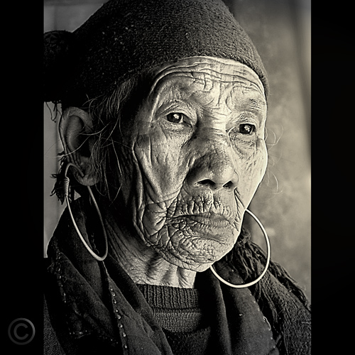 Black Hmong woman Song…