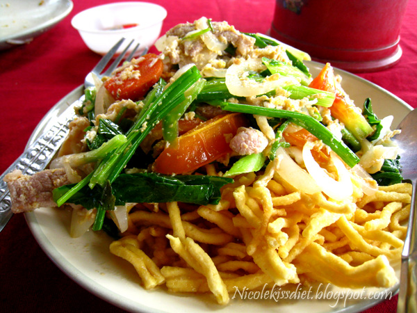 fried crispy noodle with pork