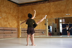 Bas de jambe (ZZ) Tags: ballet studio mirror student ballerina dancer class teacher classical pointe z miroir cours classique professeur danseuse ballerine lve