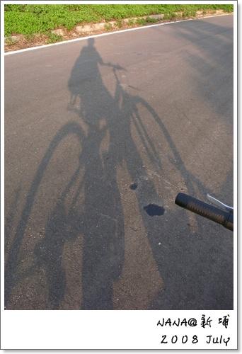 自行車倒影