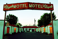 El Royale Motel (dogwelder) Tags: california red sky sign neon doors motel august zurbulon6 2008 zurbulon cityquot gatturphy blvdquot quotventura quotstudio